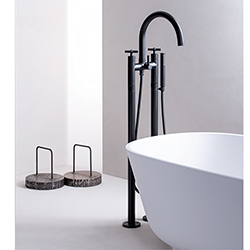 BAIN DOUCHE EXECUTIVE SUR COLONNETTES AU SOL ENTRAXE 180 CHROME BLACK